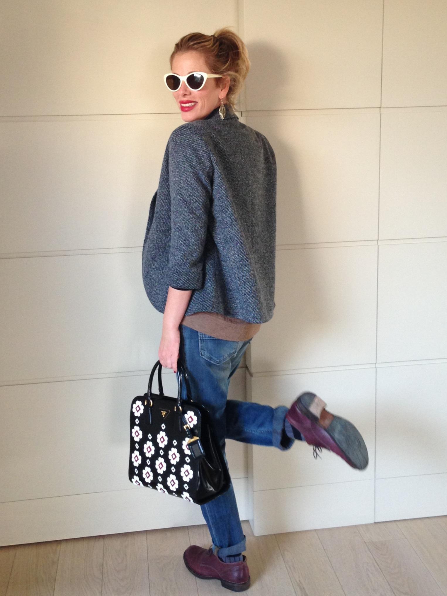 80a11c458316 Body nero maniche lunghe  Wolford – Jeans boyfriend  HTC – Calzettoni   Gallo – Scarpe  Fiorentini Baker – Borsa  Prada – Orecchini  Topshop