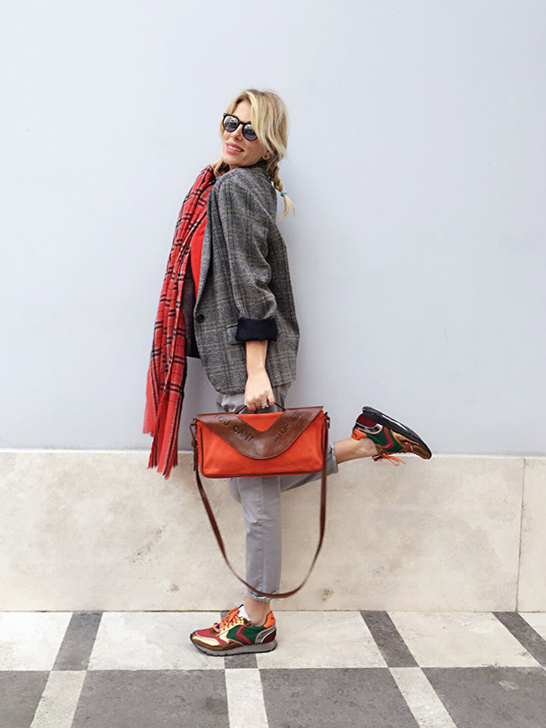 look-grey-red-13