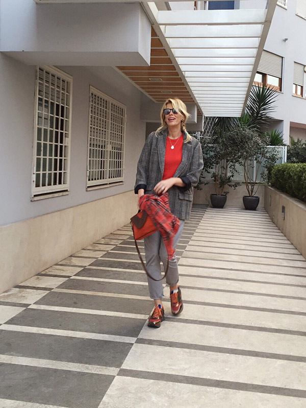 look-grey-red-16