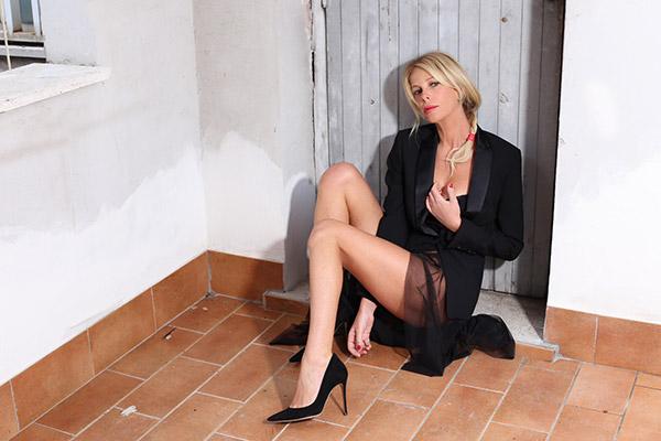 look-nero-sexy-alessia-02