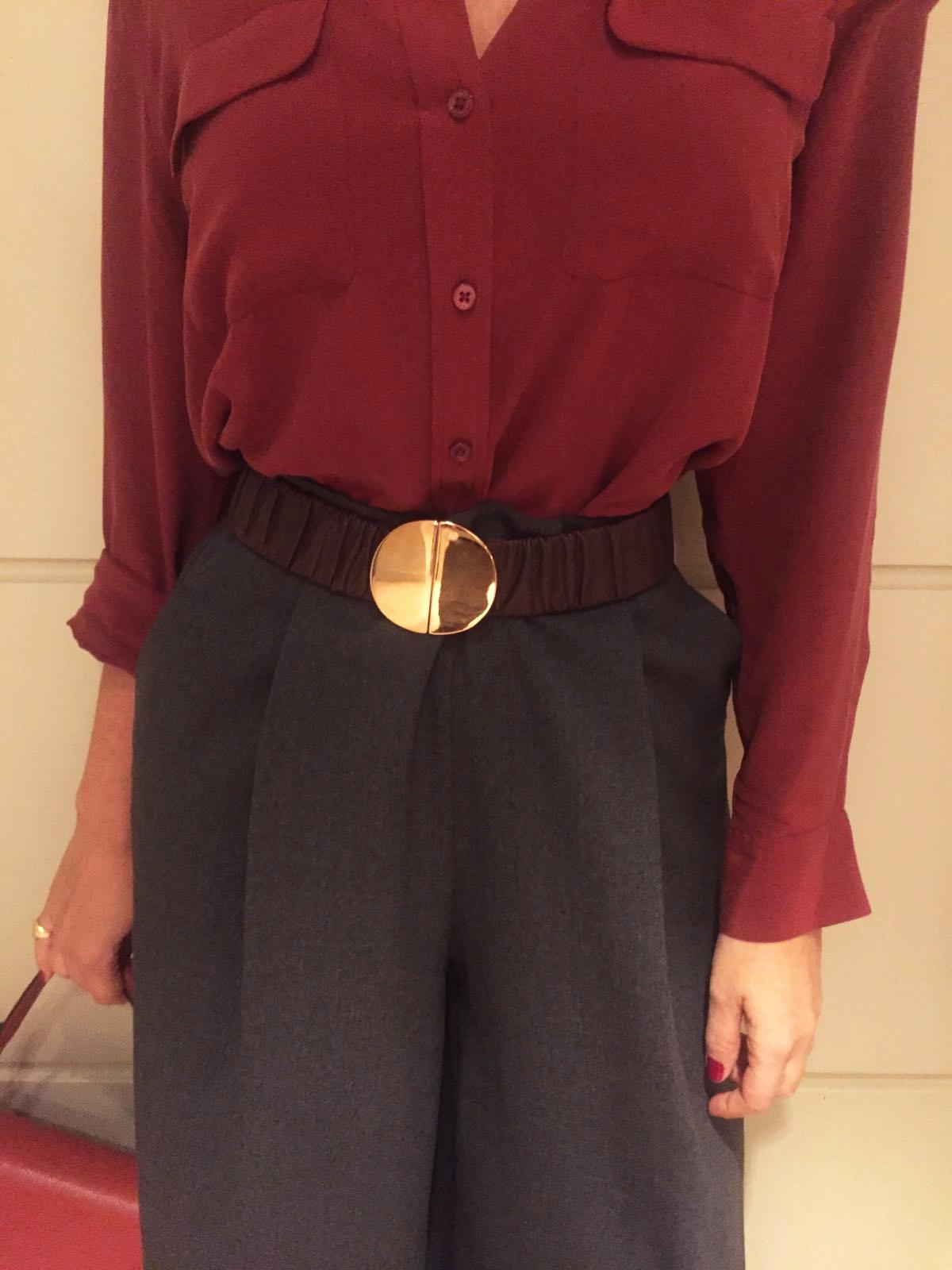 Look d'autunno: pantaloni larghi e gilet