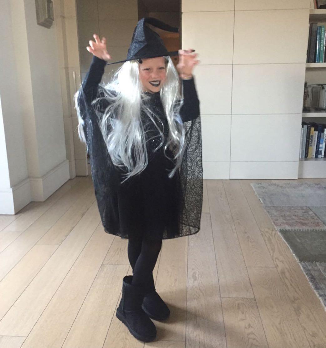 Halloween Mia 6
