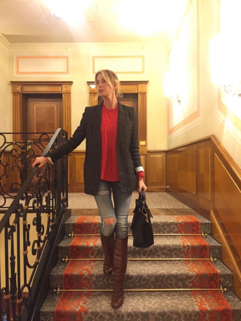 alessia-marcuzzi-camicia-rossa-milano3