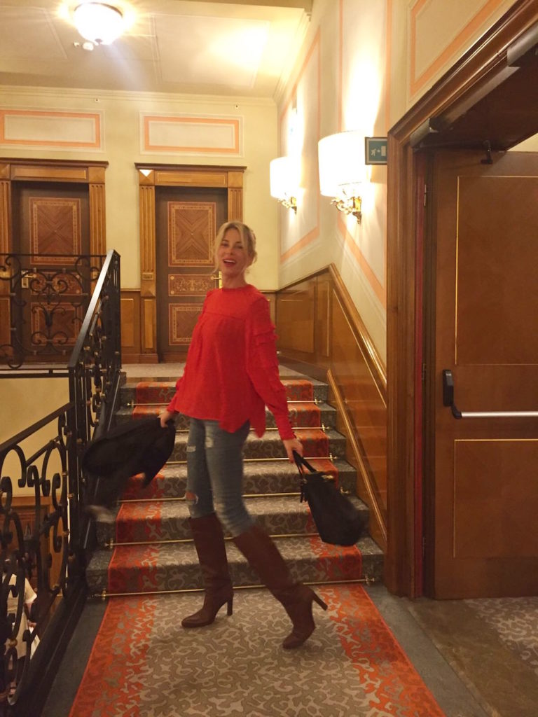 alessia-marcuzzi-camicia-rossa-milano7