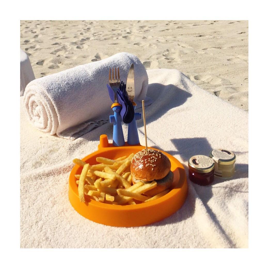 alessia-marcuzzi-dubai-spiaggia-pranzo
